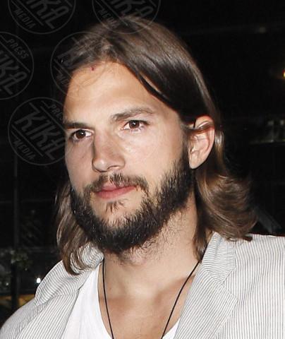 Ashton Kutcher - Brentwood - 06-09-2011 - Hollywood e il mondo sono invasi dai barboni