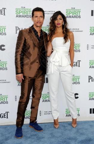 Camila Alves, Matthew McConaughey - Santa Monica - 01-03-2014 - Matthew McConaughey, a ogni evento il suo colore