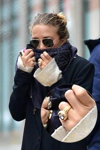 Mary-Kate Olsen - New York - 03-03-2014 - Con sto freddo con sto vento, chi esce senza sciarpa?