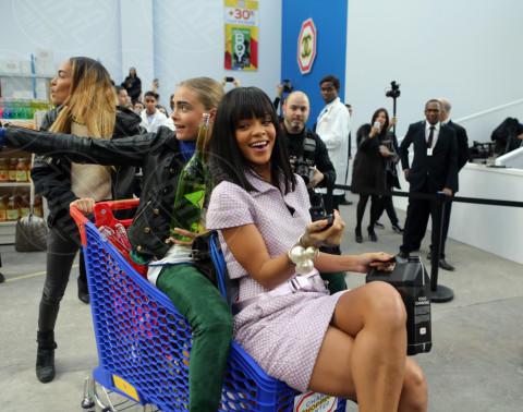 Cara Delevingne, Joan Smalls, Rihanna - Parigi - 04-03-2014 - Non solo Amadeus e Fiorello, quanto aiuta l'amicizia!