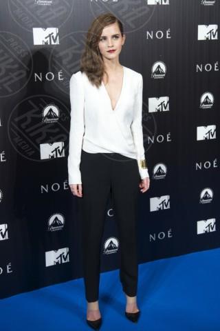 Emma Watson - Madrid - 18-03-2014 - Camicia bianca e pantaloni neri: dal casual al red carpet