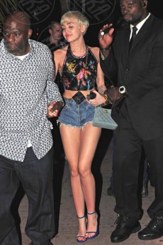 Miley Cyrus - Miami - 22-03-2014 - Uno shorts non fa primavera… ma tutti questi sì!