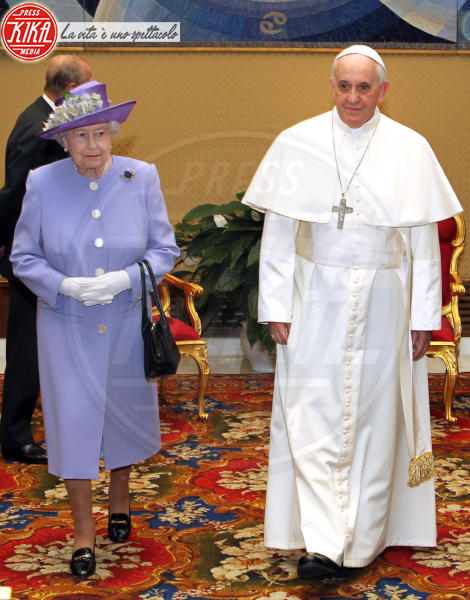 Papa Francesco, Regina Elisabetta II - Roma - 03-04-2014 - Elisabetta II, viola che vince non si cambia!