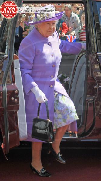 Regina Elisabetta II - Hertfordshire - 14-06-2012 - Elisabetta II, viola che vince non si cambia!