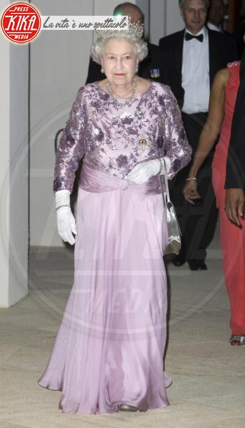 Regina Elisabetta II - Hamilton - 26-11-2009 - Elisabetta II, viola che vince non si cambia!