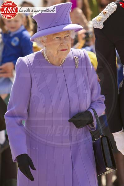 Regina Elisabetta II - 17-05-2013 - Elisabetta II, viola che vince non si cambia!