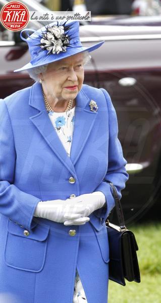 Regina Elisabetta II - Londra - 02-06-2012 - Elisabetta II, viola che vince non si cambia!