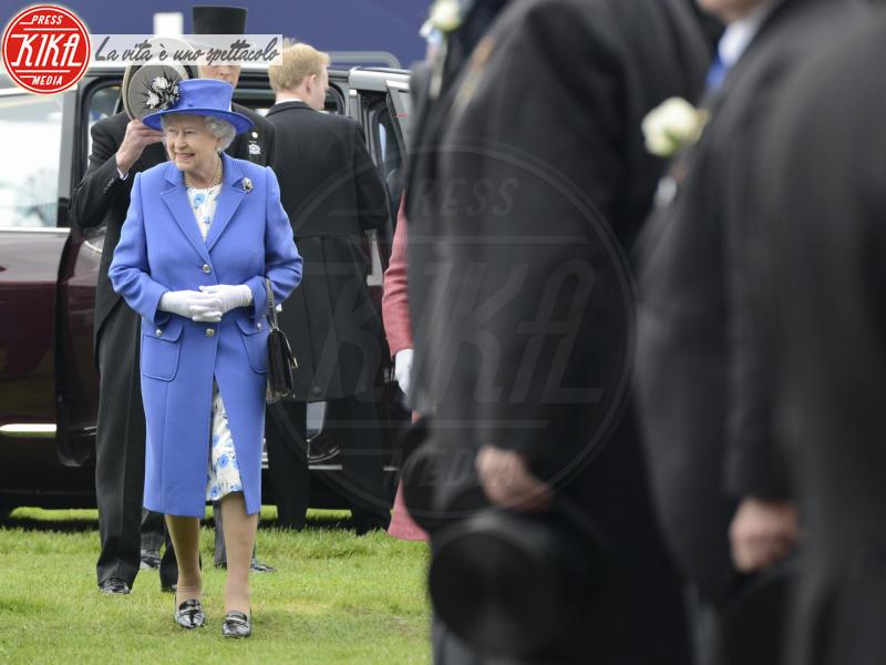 Regina Elisabetta II - 02-06-2012 - Elisabetta II, viola che vince non si cambia!