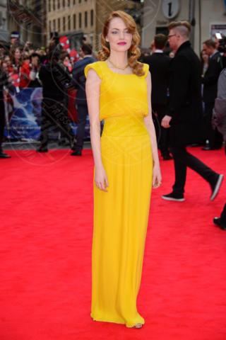 Emma Stone - Londra - 10-04-2014 - Ecco le celebrity che non fanno un plissé… ma mille!