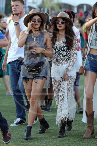 Kylie Jenner, Selena Gomez - Indio - 12-04-2014 - Uno shorts non fa primavera… ma tutti questi sì!