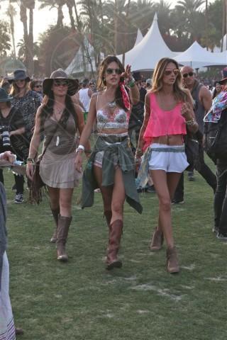 Alessandra Ambrosio - Los Angeles - 13-04-2014 - Uno shorts non fa primavera… ma tutti questi sì!