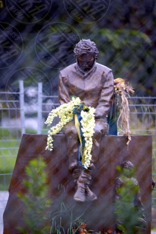 Statua Ayrton Senna - 08-04-2004 - Tutti i personaggi che si sono meritati una statua