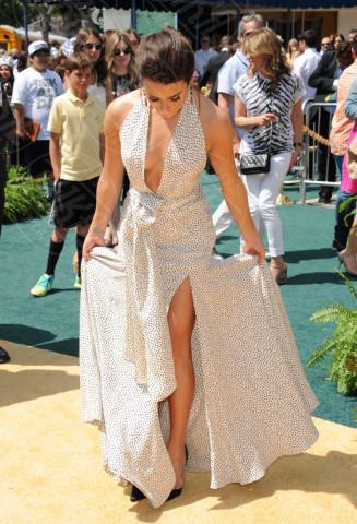 Lea Michele - Los Angeles - 03-05-2014 - Contro il caldo dell'estate, prendi fresco con lo spacco!