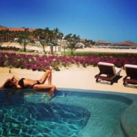 Naya Rivera - Los Cabos - 10-05-2014 - L'estate non è solo mare, ma anche tranquillitàdella piscina