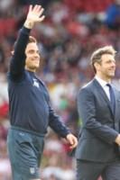 Michael Sheen, Robbie Williams - Manchester - 08-06-2014 - Alex Del Piero e Robbie Williams in campo per l'Unicef