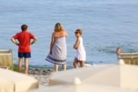 Daniela Cristofori, Giacomo Poretti - Varigotti - 07-06-2014 - Giacomo Poretti, primo bagno in famiglia