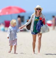 Alexander Schreiber, Naomi Watts - Santa Monica - 15-06-2014 - Liev Schreiber, un papà (surfista) da urlo