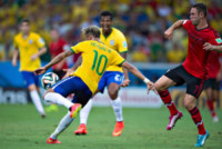 Miguel Layun, Neymar - Fortaleza - 17-06-2014 - Brasile 2014: il Brasile pareggia a sorpresa con il Messico