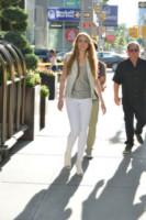 Olivia Somerlyn - Manhattan - 19-06-2014 - Ogni giorno una passerella: quella pantera rosa di Taylor Swift