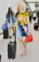 Elle Fanning - Narita - 21-06-2014 - In carrozza! Anche il viaggio ha il suo dress code