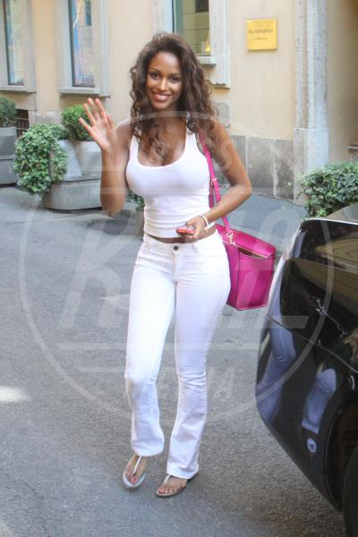 Fanny Neguesha - Milano - 03-07-2014 - Quest'autunno, le celebrity vanno… in bianco!