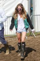 Cressida Bonas - Glastonbury - 27-06-2014 - Con gli shorts di jeans, siamo tutte Daisy Duke!