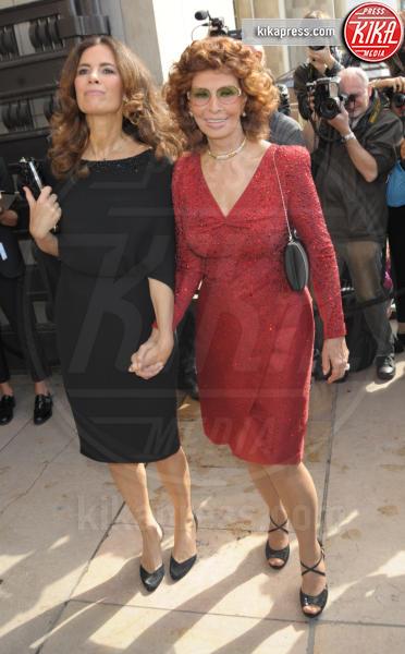 Sophia Loren, Roberta Armani - Parigi - 08-07-2014 - Natale 2014: ritorna il rosso, di sera e anche di giorno