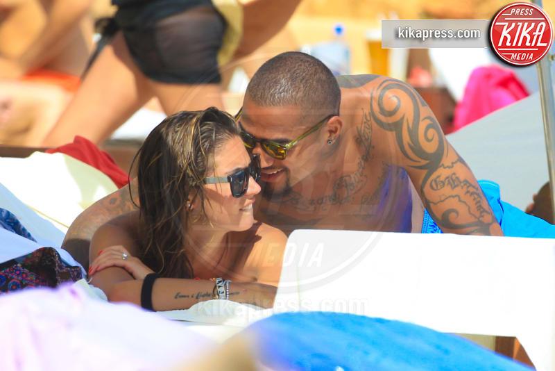 Kevin-Prince Boateng, Melissa Satta - Ibiza - 10-06-2013 - Melissa Satta fa arrabbiare le damigelle di nozze!