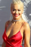 Rita Ora - Inglewood - 24-08-2014 - Il collarino effetto Belle Epoque: le star prese per il collo!