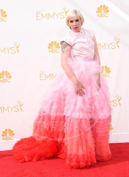 Lena Dunham - Los Angeles - 25-08-2014 - Emmy Awards 2014, sul red carpet sfilata di bomboniere