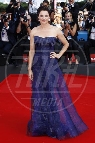 Luisa Ranieri - Venezia - 27-08-2014 - Il red carpet sceglie il colore viola. Ma non portava sfortuna?