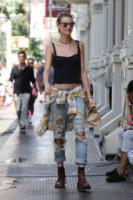 Behati Prinsloo - New York - 02-09-2014 - Ecco le celebrity che fanno uno strappo alla regola… dei jeans
