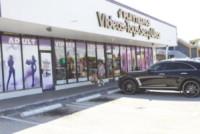 Lily Allen - Miami - 08-09-2014 - Si sta avventurando in un sexy-shop, la riconosci?
