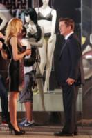 Alec Baldwin - New York - 07-09-2012 - Si sta avventurando in un sexy-shop, la riconosci?