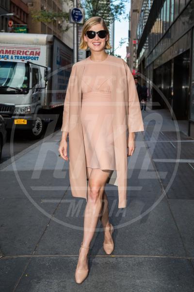 Rosamund Pike - New York - 24-09-2014 - La principessa Charlene ha fatto il bis! Sono gemelli!