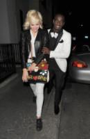 Pixie Lott - Londra - 13-03-2012 - Se non sai come dirlo… dillo con una borsa!