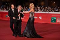 Valeria Marini, Enrico Lucci - Roma - 15-10-2014 - Festival di Roma: Lucci bacia il sedere della Marini