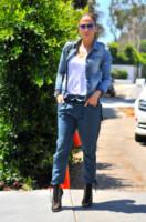 Jennifer Lopez - Los Angeles - 11-08-2014 - Il migliore abbinamento per il jeans? Altro jeans