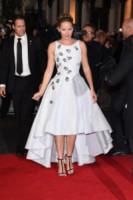 Jennifer Lawrence - Londra - 11-11-2014 - Grazie a Dior, Jennifer Lawrence è una regina sul red carpet!