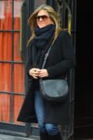 Jennifer Aniston - New York - 16-11-2014 - Con sto freddo con sto vento, chi esce senza sciarpa?