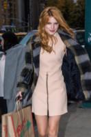 Bella Thorne - New York - 11-11-2014 - Basta tinta unita! Colora l'inverno con un cappotto fantasia!