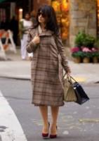 Hilaria Baldwin - New York - 13-11-2014 - Basta tinta unita! Colora l'inverno con un cappotto fantasia!