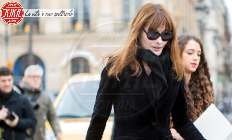 Carla Bruni - Parigi - 21-01-2014 - Con sto freddo con sto vento, chi esce senza sciarpa?