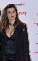 Daniela Martani - Roma - 16-12-2010 - Il collarino effetto Belle Epoque: le star prese per il collo!