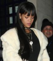 Rihanna - Londra - 26-03-2014 - Il collarino effetto Belle Epoque: le star prese per il collo!