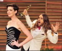 Photobombing, Jared Leto, Anne Hathaway - 23-01-2015 - Jared Leto, il suo Joker per Suicide Squad