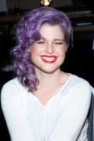 Kelly Osbourne - New York - 06-02-2013 - Frangetta addio, i capelli si portano con la riga di lato!