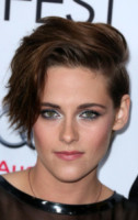 Kristen Stewart - Hollywood - 12-11-2014 - Frangetta addio, i capelli si portano con la riga di lato!