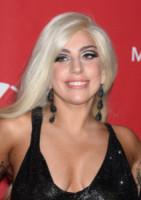 Lady Gaga - Los Angeles - 06-02-2015 - Marilyn Style: biondo platino, il colore delle dive