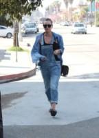 Kaley Cuoco - Los Angeles - 16-02-2015 - Il migliore abbinamento per il jeans? Altro jeans